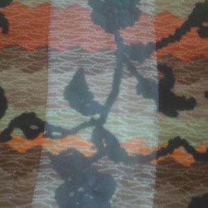 葉っぱ柄サテンスカーフ