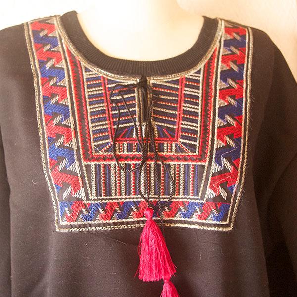 タッセル付刺繍長袖プルオーバー