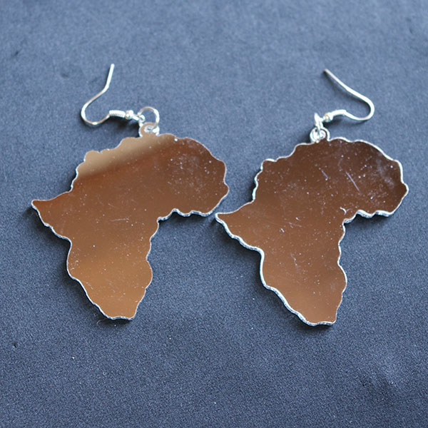 アフリカマップピアス