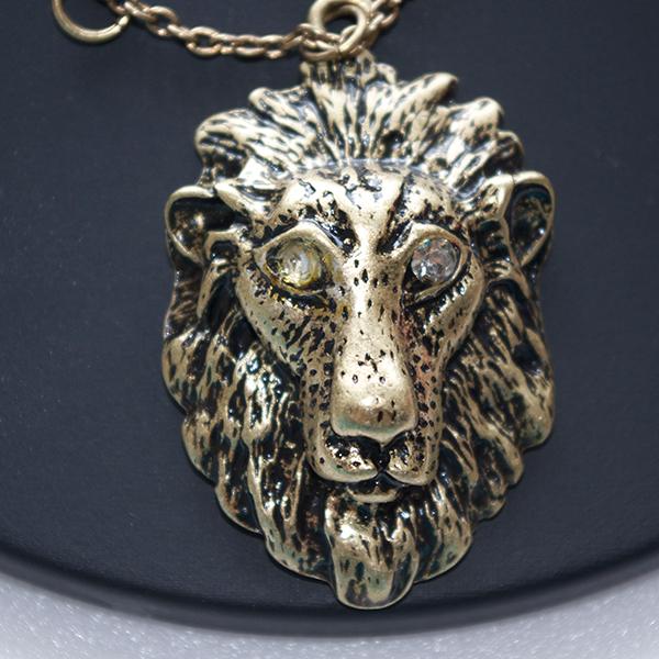 ライオンヘッドネックレス